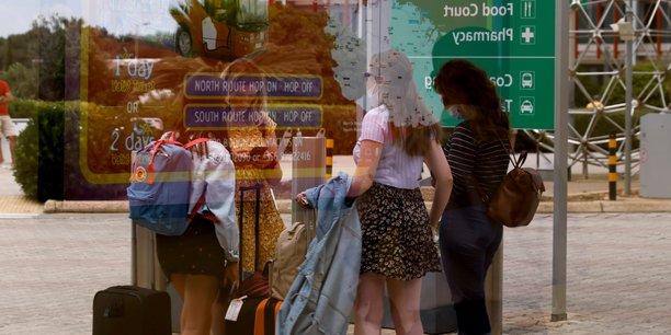 Coronavirus: 128 jeunes francais rapatries de malte[reuters.com]