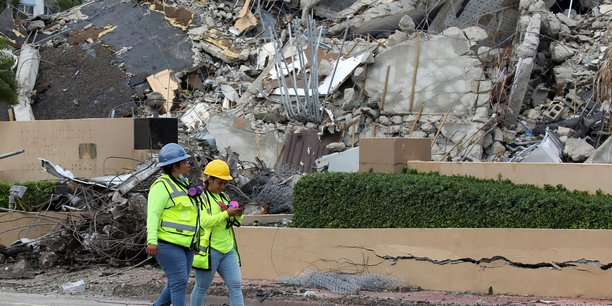 Etats-unis : arret des recherches apres l'effondrement de l'immeuble de miami[reuters.com]