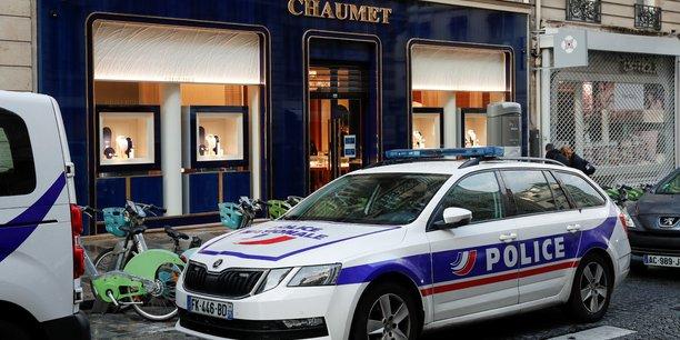 France: braquage d'une bijouterie chaumet pres des champs-elysees[reuters.com]