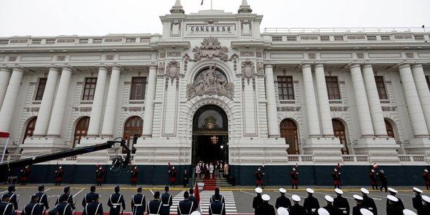 Perou: castillo investi a la presidence, promet la stabilite economique[reuters.com]