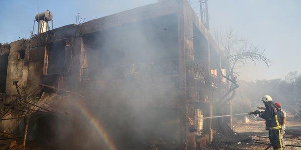 La turquie en proie a des incendies, trois morts[reuters.com]