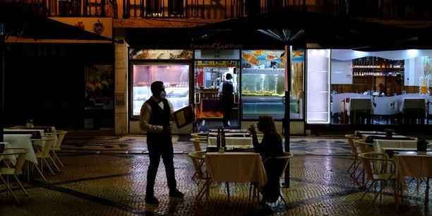 Coronavirus: le portugal leve le couvre-feu grace a l'avancee de la vaccination[reuters.com]