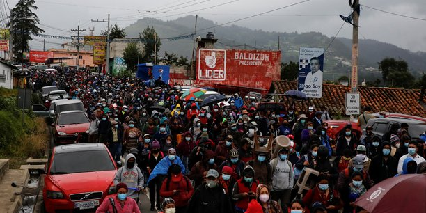 Guatemala: des milliers de manifestants demandent la demission du president[reuters.com]