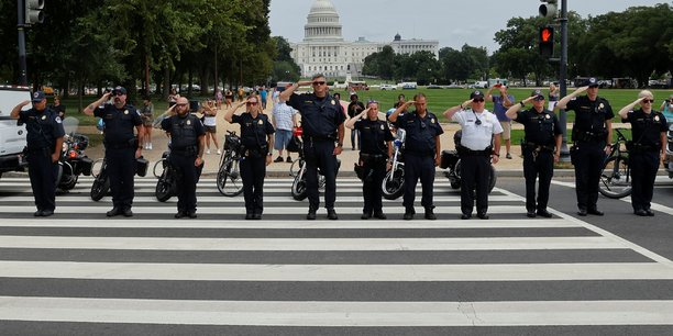 Usa: un policier tue dans un echange de coups de feu pres du pentagone[reuters.com]