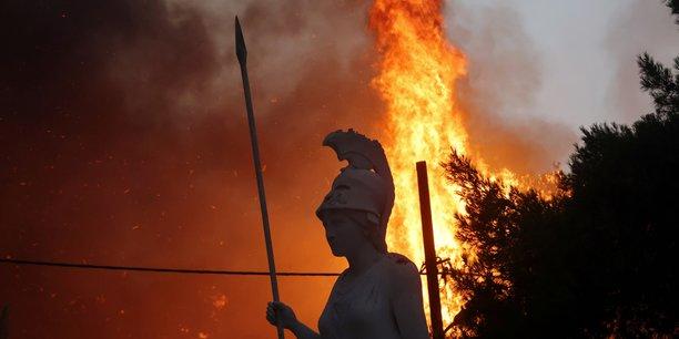 Les atheniens invites a se confiner face a la progression des incendies[reuters.com]