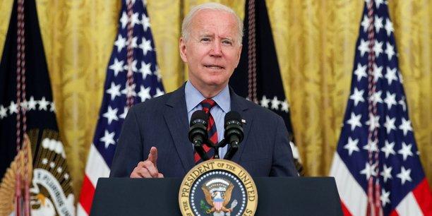 Joe Biden veut qu'en 2030, la moitié des voitures vendues aux Etats-Unis soient sans émissions, c'est-à-dire électriques, hybrides rechargeables ou à hydrogène, selon le document rendu public par la Maison Blanche. Il doit signer un décret en ce sens ce jeudi.