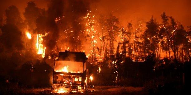 Le changement climatique induit par l'homme affecte déjà de nombreux phénomènes météorologiques et climatiques extrêmes dans toutes les régions du monde. (Photo d'illustration: les feux de forêt se multiplient en Grèce cet été, cette photo a été prise samedi 7 août au village de Vasilika dévasté par les flammes, sur l'île d'Eubée.