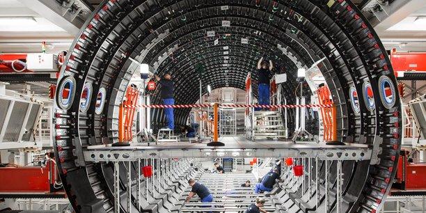 Premium Aerotec est un des principaux fournisseurs mondiaux (de rang 1) d'aérostructures destinées à l'aviation civile (A320, A330, A380, A350 XWB...) et militaire (A400M). Son portefeuille de produits comprend notamment des sections complètes de fuselage (photo). Il est spécialiste de la fabrication de composants de grande taille et complexes à hautes performances en composites d'aluminium, de titane et de fibres de carbone (CFRP).