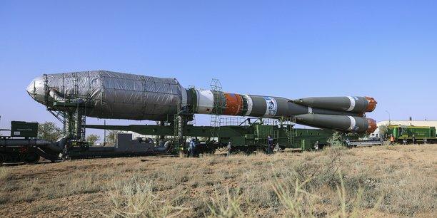 La fusée Soyouz lors de son acheminement vers le cosmodrome russe de Baïkonour au Kazakhstan le 16 août. Dans la nuit de samedi, la mission du lancement de 34 satellites de OneWeb a été menée à bien.