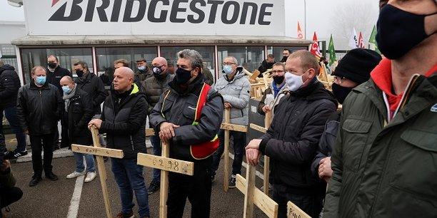 La fermeture de l'usine Bridgestone à Béthune dans le Nord a provoqué un séisme dans la région.