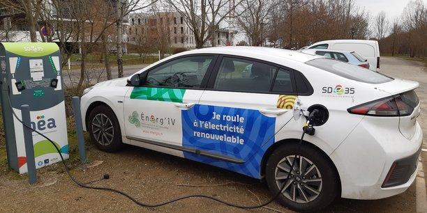 En 2020, le réseau public d'Île-et Vilaine a ainsi réalisé près de 19 000 charges, soit 1 500 charges en moyenne par mois. Sur les deux premiers trimestres 2021, la hausse du nombre de charges et sur juillet (3350 charges au lieu de 2050 en juillet 2020) dépasse 60%.