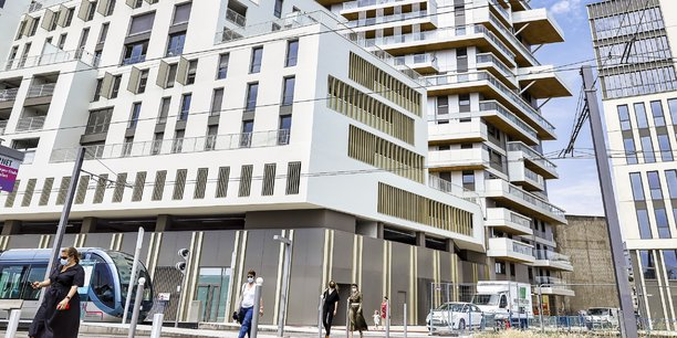 Alors que la construction de logements neufs marque le pas dans la métropole bordelaise, le prix des appartements anciens continue de grimper.