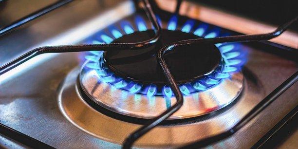 Dans le détail, la hausse est de 4,5% pour les utilisateurs de gaz pour la cuisson, de 9,1% pour ceux qui ont un double usage (cuisson et eau chaude), et de 14,3% pour les foyers qui se chauffent au gaz, détaille la Commission.