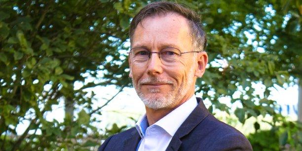 Bruno Darboux succède à Yann Barbaux en tant que président d'Aerospace Valley.