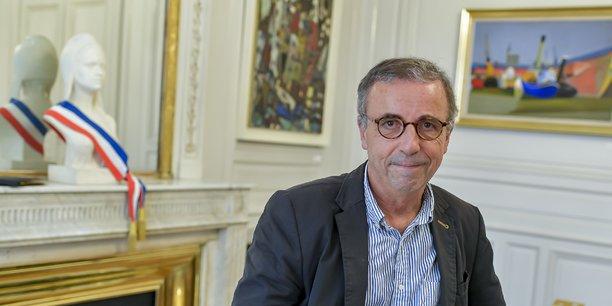 L'écologiste Pierre Hurmic dans son bureau de maire de Bordeaux