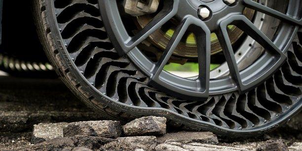 Michelin souhaite commercialiser son pneu sans air en 2025, mais il doit encore rendre homologable cette nouvelle typologie de pneus.