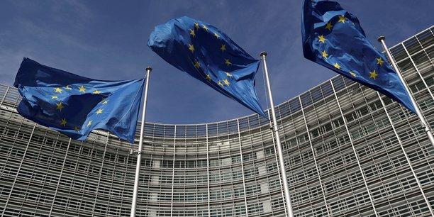 Les règles définies dans le pacte de stabilité et de croissance européen - déficit public limité à 3% du produit intérieur brut (PIB) et dette publique contenue à 60% du PIB – ont été suspendues par la Commission européenne en mars 2020 afin de permettre aux Etats membres de l'Union européenne (UE) d'adopter des mesures d'urgence pour limiter l'impact de la crise sanitaire internationale sur leur économie.