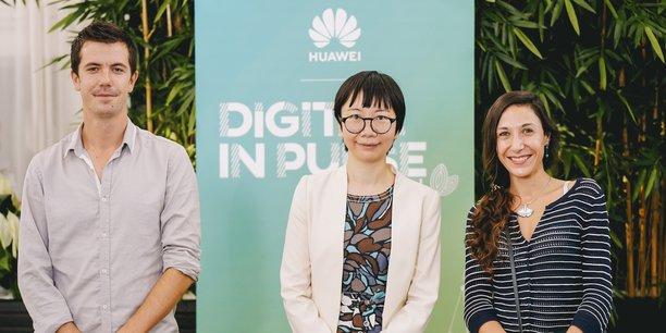 Mickaël Roes (Toopi Organics), Linda Han (Huawei France) et Laure Sandoval (Sanodev) lors de la remise du prix, le 9 septembre à Bordeaux.