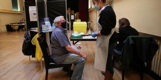 Coronavirus: le gouvernement britannique preconise un rappel vaccinal pour les 50 ans et plus[reuters.com]