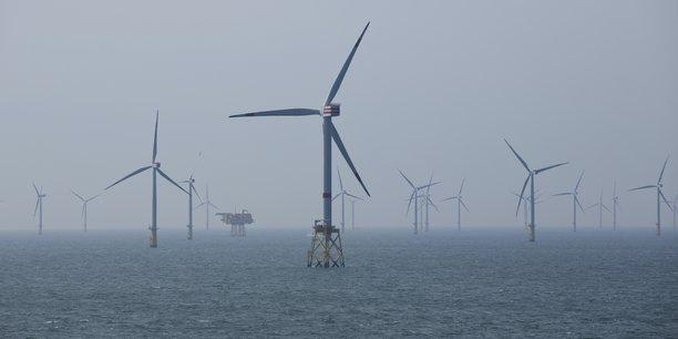 Comme le Royaume-Uni dépend pour son électricité en large part de l'éolien - un quart de la production en 2020 -, l'absence de vent pèse donc lourd, et favorise les émissions de carbone. Photo d'illustration: parc d'éoliennes en mer du Nord.
