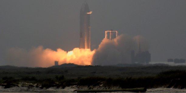Spacex s'apprete a lancer son premier equipage civil en orbite[reuters.com]