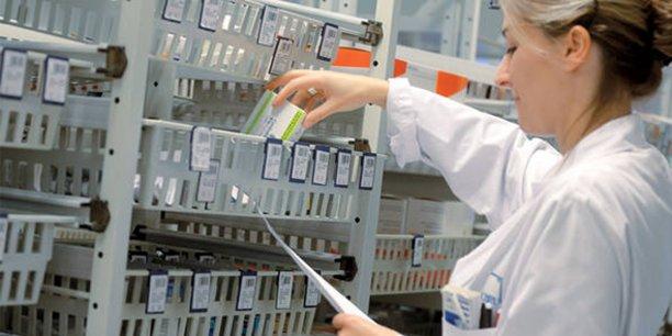 PharmIA est une plateforme digitale intelligente au service du pharmacien hospitalier pour faciliter l'analyse et le contrôle des prescriptions médicales et la détections de situations à risques.