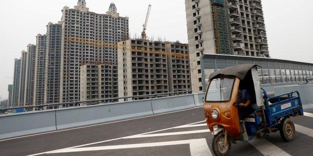 En dépit des annonces du président d'Evergrande, les marchés asiatiques restent plus que fébriles. La bourse de Hong Hong parvient tout juste à se stabiliser (+0,07% à mi-séance). Au Japon, l'indice vedette Nikkei a perdu quant à lui ce mardi 2,17% à 29.839,71 points, sa plus forte chute en points depuis le 21 juin