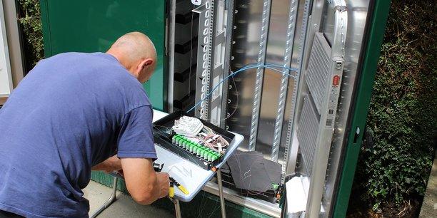 Sur les plans techniques et de l'organisation, le rapport de la chambre régionale des comptes souligne les nombreuses défaillances qui ont ralenti le déploiement de la fibre en Bretagne.