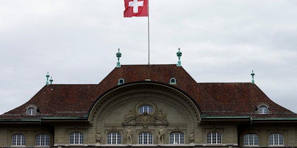Suisse: la bns abaisse ses previsions et maintient sa politique[reuters.com]