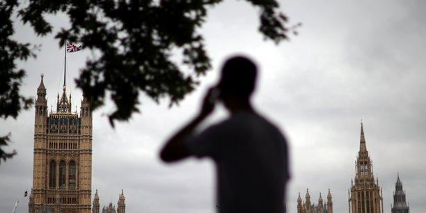 Le gouvernement britannique promet de remedier a la penurie de transporteurs[reuters.com]