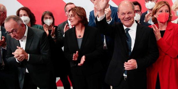 Allemagne: les conservateurs et les sociaux-democrates au coude-a-coude[reuters.com]