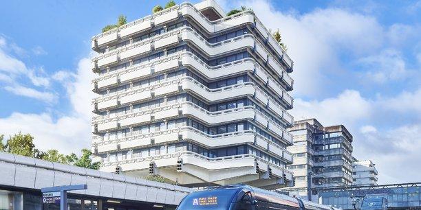 La réhabilitation par le groupe Duval des 3 Tours, immeuble tertiaire du quartier Mériadeck à Bordeaux, décroche le Grand prix régional.