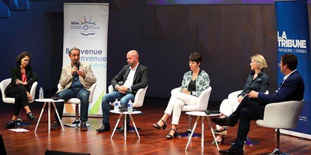 La table ronde sur le verdissement des ports, lors de l'événement sur l'économie bleue de La Tribune (de gauche à droite) : Géraldine Lamy (port de Sète), Vincent Renouard (EDF Occitanie), Jean-Romain Brunet (Port Camargue), Anne-Sophie Cassan (Union des ports de plaisance d'Occitanie) et Elsa Nicol (Falco).