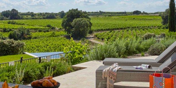 Les vignobles Bonfils ont ouvert cet été leur troisième structure d'accueil oenotouristique, le château Capitoul sur le massif de la Clape près de Narbonne, dans l'Aude.