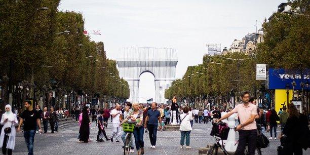 La question climatique cristallise cette ambivalence de l'opinion publique. Les Français sont concernés par le réchauffement climatique mais peu enclins à payer le prix d'une réduction des émissions de CO2.