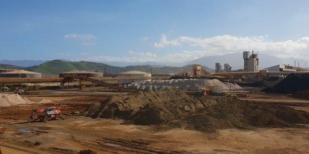 Stock de minerai sur le site de Doniambo, en Nouvelle-Calédonie, exploité par la SNL, filiale d'Eramet.