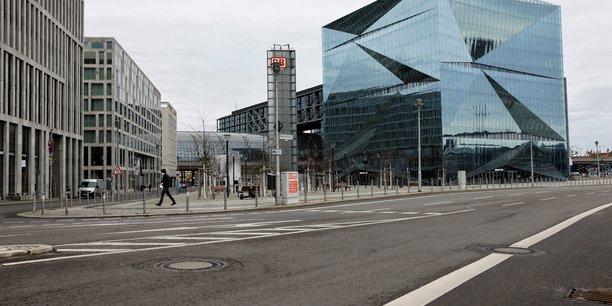 Les instituts economiques allemands abaissent a 2,4% leur prevision de croissance pour 2021[reuters.com]