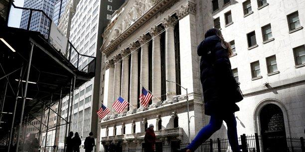 La bourse de new york hesitante dans les premiers echanges[reuters.com]