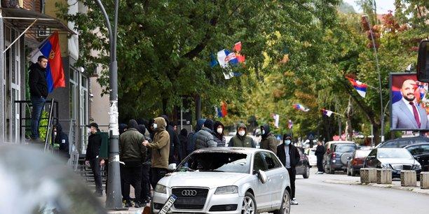 Un manifestant serbe et six policiers blesses au kosovo[reuters.com]