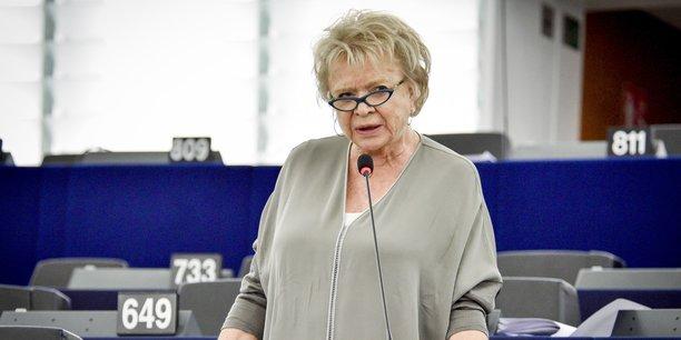 Elue au Parlement européen entre 2009 et 2019, membre des commissions spéciales sur les rescrits fiscaux et sur la criminalité financière, Eva Joly s'était déjà mobilisée depuis Strasbourg et Bruxelles contre l'évasion fiscale des multinationales.