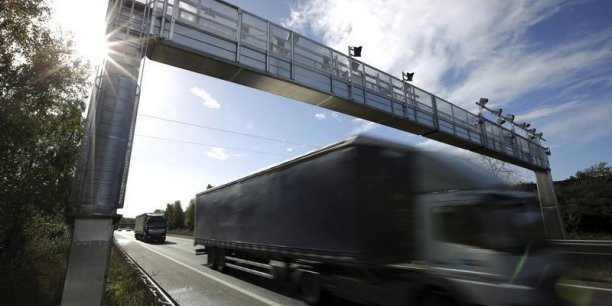 La Commission européenne a annoncé fin novembre une accélération de son enquête sur des soupçons d'entente entre constructeurs de poids lourds.
