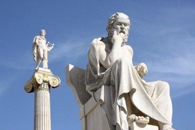 Une statue représentant Socrate, à Athènes.
