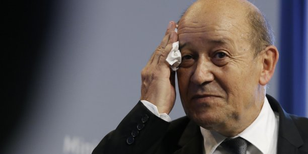 Les ressources exceptionnelles donnent des sueurs froides au ministre de la Défense Jean-Yves Le Drian