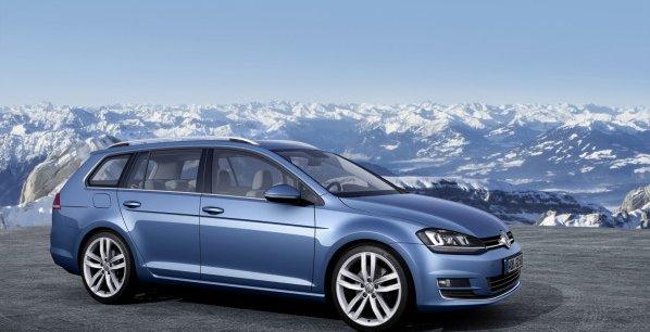 La Volkswagen Golf est ici présentée en version break SW