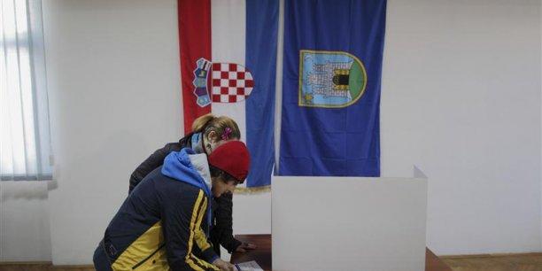 L'ancienne république yougoslave, qui est devenue en juillet 2013 le 28e Etat membre de l'Union européenne, est en proie à la récession depuis six ans et table sur une croissance nulle pour 2015, alors que le chômage touche 19% de la population active.