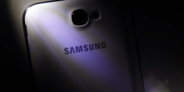 Samsung Electronics a réalisé des bénéfices inférieurs aux attentes au quatrième trimestre 2013 après avoir distribué l'équivalent d'un milliard de dollars de primes à ses salariés pour marquer le 20e anniversaire de sa transformation en géant mondial de l'électronique grand public.