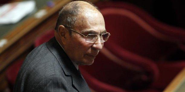 Serge Dassault conserve son immunité parlementaire dans le cadre d'une enquête sur un système présumé d'achat de votes dans les quartiers sensibles de Corbeil-Essonnes.
