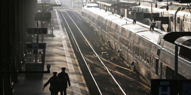 Des activités telles le fret sont stables ou en régression et  l'entreprise doit aider les personnels à s'adapter, souligne la SNCF. (Photo: Reuters)