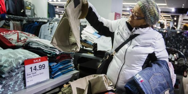 La consommation de biens, dont les vêtements, a augmenté en février. (Photo : Reuters)