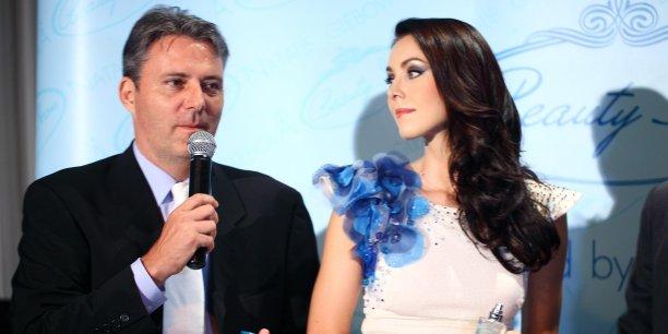 (c) Frédérick Besson / Frédérick Besson ici lors de la présentation d'une ligne de parfum en compagnie de Natalie Glebova, élue Miss Univers à Bangkok en 2005.